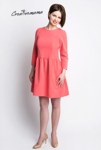 Фото: Яркое платье до колен для беременных Chiara