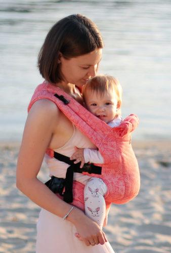 Фото: Эрго рюкзак Love & Carry DLIGHT из шарфовой ткани — Флора