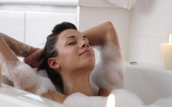 Фото: можно ли беременным принимать ванну