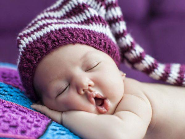 Сколько должен спать ребенок в месяц