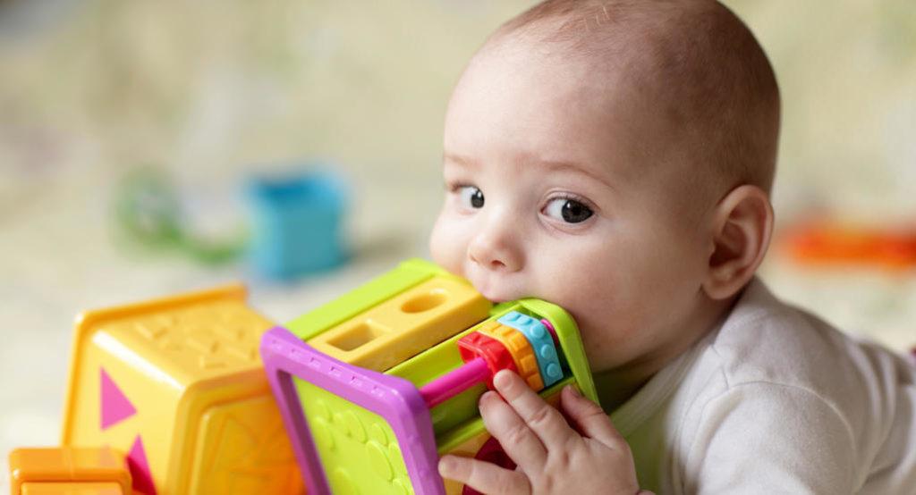 Какие игрушки нужны для грудничков
