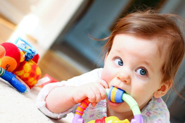 Правильные и полезные игрушки для грудничков
